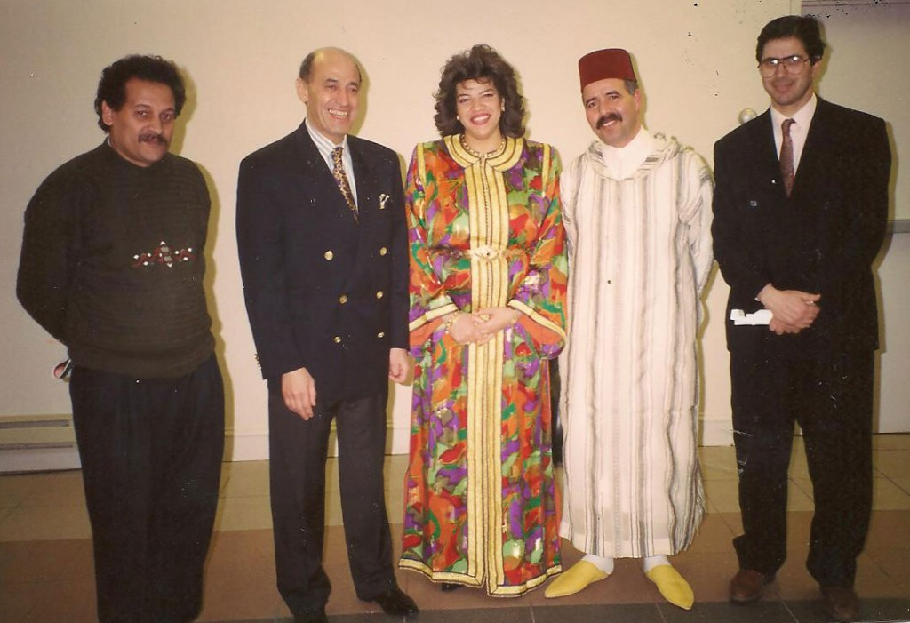 Photo souvenir avec S.E. l'Ambassadeur à Ottawa, Monsieur Tajeddine Badou, le couple de l'orchestre Andalouse, Mendili Mohamed et V.S Bouchaib Barouk 1994 (Soirée Sépharade)